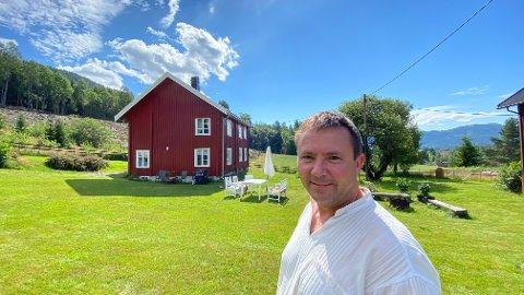 HUSBONDEN: Espen Hopp-Andreassen er bygutten som sakte, men sikkert, har flyttet ut av sentrum. Nå vil han ikke tilbake igjen.