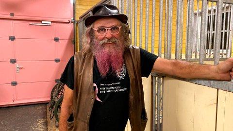 SATSER ROSA: Jon Inge Dieset har opplevd mye tøft i livet. Derfor vier han mye tid på Rosa sløyfe-aksjonen.