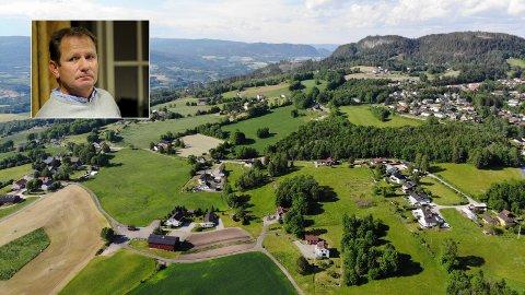 Omfattende: Etter sommerferien skal det gjøres en vurdering av utviklingen i Hennumgrenda. Thorgeir Bjerknes, virksomhetsleder for stedsutvikling i Lier kommune, sier et bygge- og deleforbud kan bli omfattende for området det gjelder.