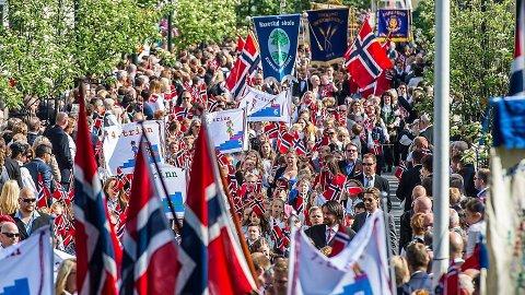 Du kan i år følge 17. maifeiringa landet rundt med Avisa Nordhordland. Her frå Sarpsborg, som er ein av byane vi er tilstades i.