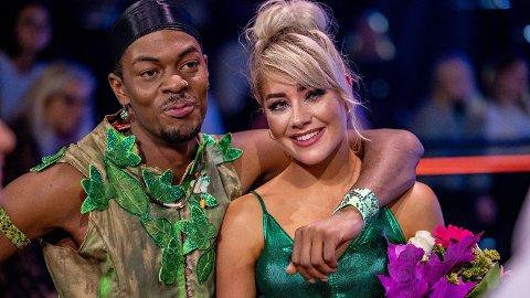 TILBAKE: Nate Kahungu og dansepartneren Helene Spilling trodde de hadde røket ut av «Skal vi danse» lørdag, men søndag kom kontrabeskjeden. Foto: Thomas Andersen / Tv 2 (TV 2)