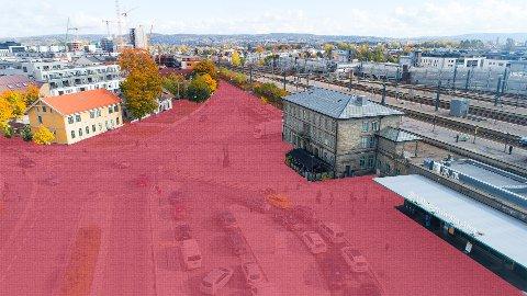 BILFRITT: Et av forslagene i den nye byutviklingsplanen er å gjøre plassen foran Lillestrøm stasjon bilfri.