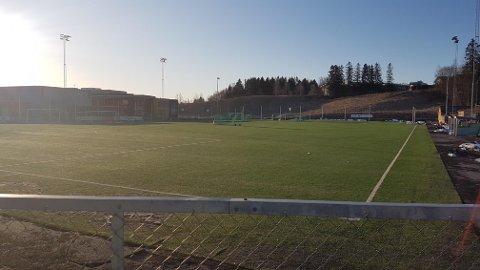 SATT UT MÅLENE: I løpet av natta har noen satt ut målene på Skjetten stadion. De var låst sammen med kjetting, så ingen skulle bruke dem.