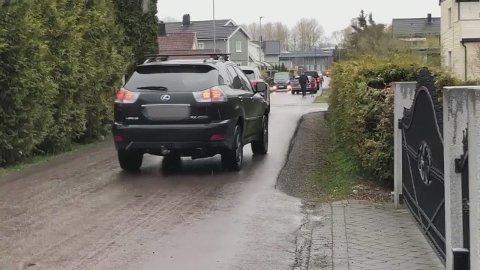 TRAFIKK: Slik så det ut i en av boliggatene på Volla onsdag morgen. Mange biler bruker gatene på boligfeltet til gjennomkjøring etter at Storgata stengte.