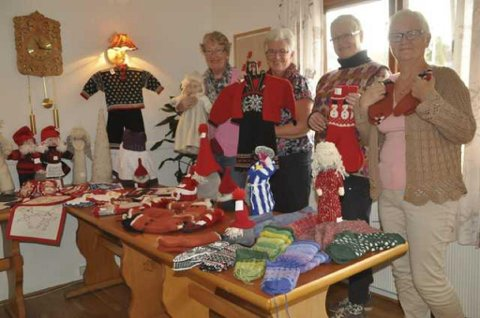 Karin Kvivesen, Britt Sofie Andersen, Synnøve Engi og Rita Ebbesen med godt utvalg på Høstmessa. Foto: Kai Nikolaisen
