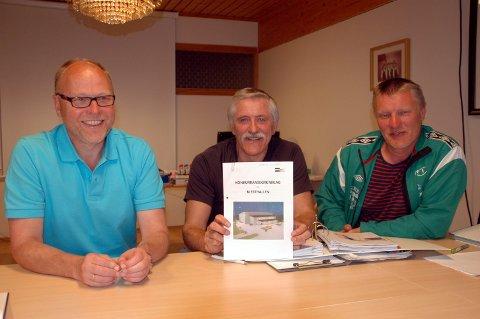 Blesthall: Knut Nikolaisen (fra venstre), Werner Martinsen og Jann Arne Eliassen gleder seg over at  fylkesrådet likevel har bevilget penger til idrettshall på Bøstad. Arkivfoto: Eirik Eidissen