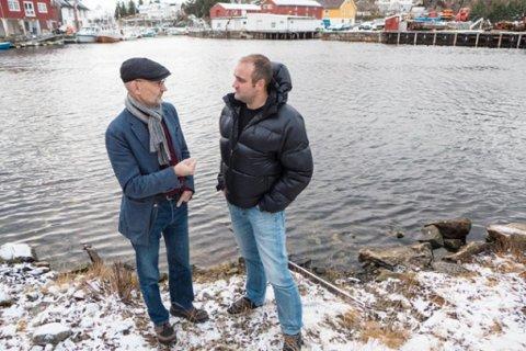 Brynjar Tollefsen (t.v.) og Michal Reinholdtsen er enige om at oljevernkurset på folkehøgskolen er viktig for Lofoten.