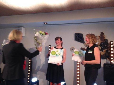 Næringsminister Monica Mæland deler ut pris.