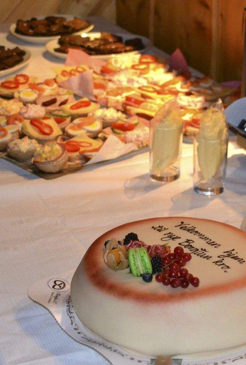 Kakebordet: Velkommen hjem- kake til Asbjørn Andersen.
