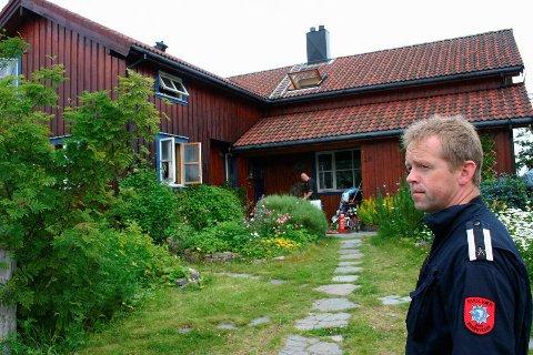 ÅPNET: Leder i Brannforebyggende avdeling, Hans Bjørnstad, har igjen åpnet skolene for overnatting.