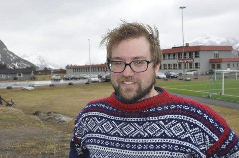 RAMBERG SKOLE: Flakstad SVs ordførerkandidat, Ørjan Arntzen, er skeptisk til skoleløsningen som ble vedtatt i kommunestyret 11. juni. Vedtaket ble støttet av partifelle Niilo Nissinen.