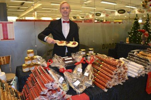 SPEKEMAT: I hele desember har Øystein Winje Arntzen bydd på smaksprøver på spekemat. Foto: Kai Nikolaisen