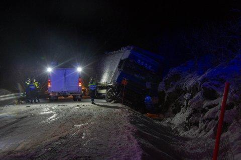 Vogntoget fra Estland sperret E10 for større kjøretøy etter at det havnet i bergveggen på E10 ved Budalen