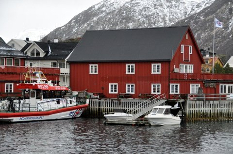 """""""Sundt Flyer"""" ved kai i Svolvær."""