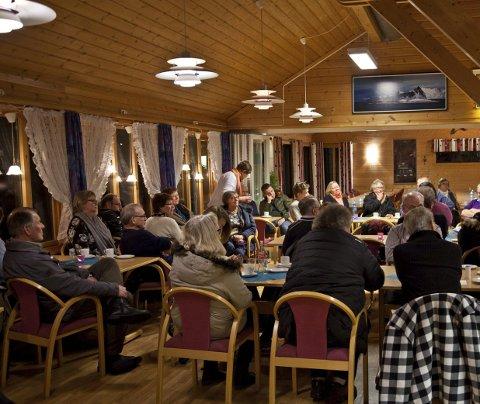 Mannsterk: Det var godt oppmøte på Alstad turistsenter, da Senterpartiet inviterte til folkemøte på mandag.