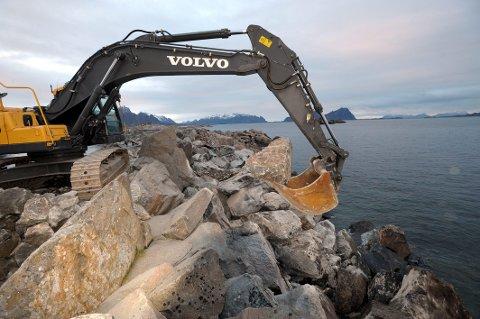 Overvåke: Bedre bølgevarsler vil også kunne ha betydning for Kystverkets overvåkning av utsatte moloer. Foto: Knut Johansen