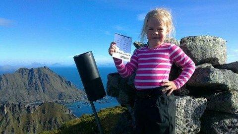 Lise Arntsen Husebø på toppen Bulitinden. Leserfoto