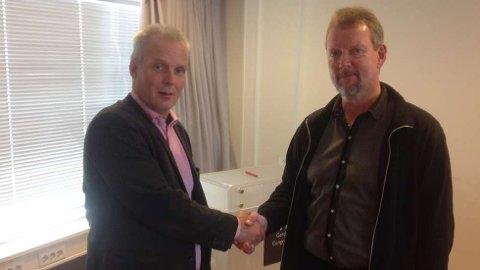 Per Roger Vikten (t.h) fra Nordland tar over stafettpinnen etter Bengt Stabrun Johansen.