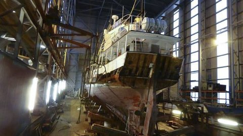 Skjær i sjøen: Akterskipet på jakten «Anne Bro» har råteskader som må utbedres straks. Roret må da trolig demonteres. Foto: Trygve Rom