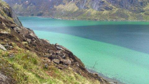- Området her er løst, sier Sigurd Kjeldstrup. Bildet er tatt rundt 100 meter oppe i fjellsiden. MMS: Sigurd Kjeldstrup