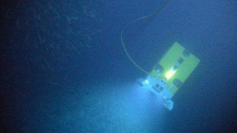 Undervannsroboten Ægir flyr under vann