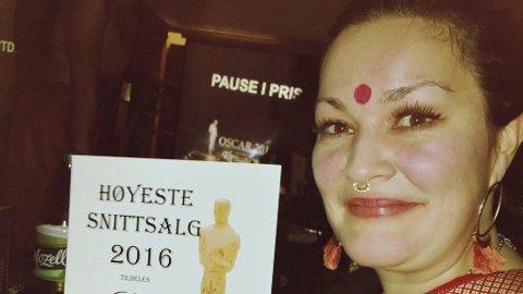 Glad: Butikksjef Marthe Julie Vollan på ledersamling i Trondheim. For anledningen i Bollywood-kostyme. Foto: privat