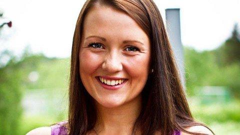 """Regine Haddal (23) fra Stamsund fikk sjokkbeskjeden: Du har livmorhalskreft. Nå ber hun alle jenter trosse eventuell flauhet og tanken om """"det skjer ikke meg"""", komme seg til legen og få tatt en celleprøve."""