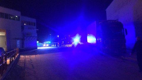 Brannvesenet rykket tirsdag kveld ut til Svolvær etter melding om brann under kaiområdet ved Lofotpils.