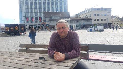 John Inge Johansen er en av 1700 NRK-ansatte som ble tatt ut i streik tirsdag: - Et nødvendig onde, mener han.