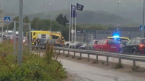 Trafikkulykke: Nødetatene rykket ut til en front-mot-front ulykke på Leknes fredag kveld.