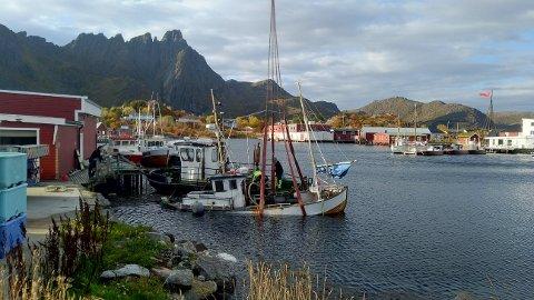 Her blir båten hevet tirsdags ettermiddag.