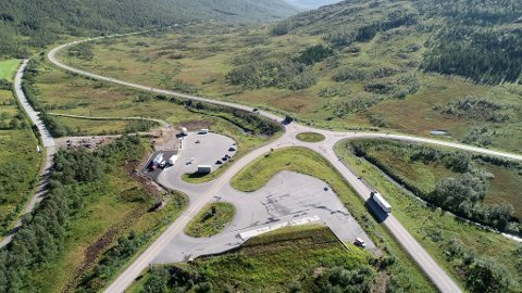 Hålogalandsvegen går blant annet gjennom Gullesfjord-krysset der E10 møter rv. 85 til Sortland.