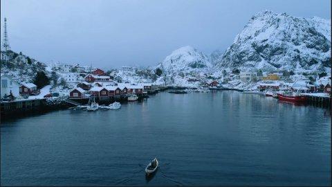 """Sørvågen: I andre episode av dokumentarserien """"Det umulige landet"""" besøker NRK Lofoten og Sørvågen, for å fortelle om den første trådløse telegrafen i Norge."""