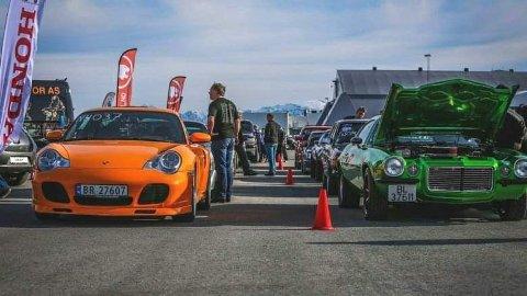 Konkurransen: Både gatebiler, dragstere, andre typer sportsbiler, snøscootere og motorsykler er velkomne til å delta i konkurransen der to og to skal kappkjøre mot hverandre i sin klasse.