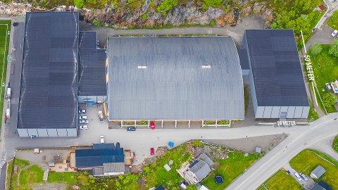 Ny hall: Kabelvåg IL ønsker å bygge en ny håndballhall (til høyre i bildet) på 50 x 28 meter. Foreløpige beregninger viser at hallen vil koste omtrentlig 18 millioner kroner, eksklusive merverdiavgift.