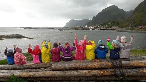 SØRVÅGEN: Går det som foreldre og barnehage planlegger kan ungene i Sørvågen barnehage juble over nye lekeområder.