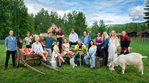 ÅRETS DELTAKERE: Ti nye deltakere er sjekket inn på en ny «Farmen»-gård for å kjempe om kampen om tilværelsen. Dette er den første sesongen med Mads Hansen som programleder.