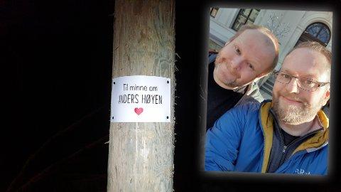MINNE: Kristian Høyen (t.h.) mistet sin bror i august i fjor. Han har støttet lysløypas dugnad ved å kjøpe en stolpe i hver deres navn. - Nå har jeg og Anders to stolper stående rett ved siden av hverandre i løypa. Det syns jeg er litt symbolsk og litt artig, sier Høyen.