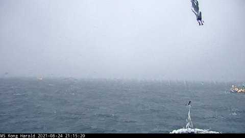 Motorstans: Bilde tatt fra webkameraet om bord i «Kong Harald» klokken 21.15, etter at hurtigruteskipet hadde fått motorstans.