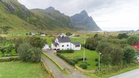 SOLGT: Huset i Steinfjorden har bruksareal på 196 kvadratmeter og tomt på 2,1 mål.