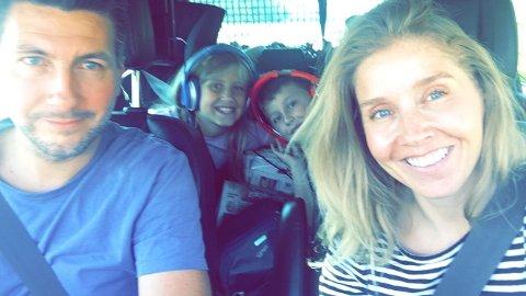 Her er Anette i bil på vei til Lofoten sammen med mannen Jonas og barna Eva og Jo.