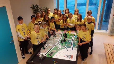 Team Ørneklo består av 22 elever fra Fygle skole. Lørdag deltok de i den digitale, skandinaviske finalen i FIRST LEGO League.