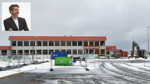Mobbeombud i Nordland Lasse Knutsen (innfelt) mener det har vært en ukultur i Flakstad lenge. Bildet viser gamle Ramberg skole, som nå er revet.
