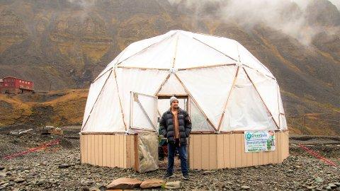 Kokken, gründeren og lokalmatentusiasten Benjamin Vidmar (42) forlater Svalbard og bedriften Polar Permaculture til fordel for Lofoten, og ny jobb som daglig leder for HEIM på Ballstad.