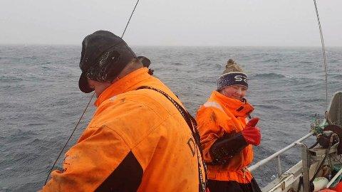 """""""Bildet er av pappa og meg på havet i snøstorm"""", sier Michell Amundsen (16) fra Andopen, som fisker på farens båt """"Dyvåg""""."""