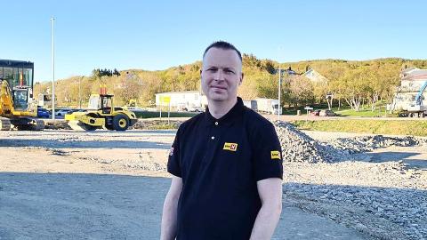Kent-Håvard Karijord har ansvaret for driften av den nye bensinstasjonen som vil komme i Lufthavnveien.