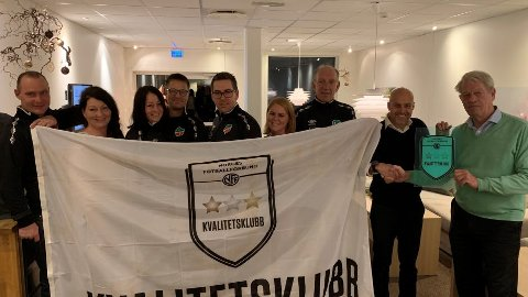 I GODT SELSKAP: Lyngdal IL Fotball er den åttende klubben som mottar kvalitetsstempel-flagg i Agder.