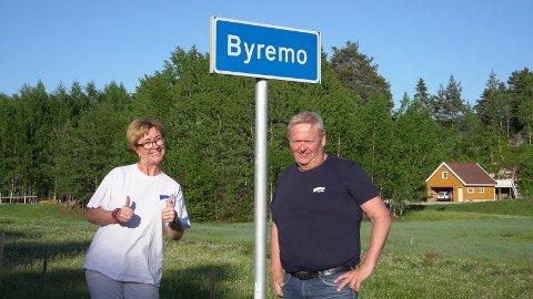 NÆRINGSLIVET: Høyres toppkandidater Bodil Stensrud og Jan Kristensen har skaffet seg oversikt over næringslivets kår i nye Lyngdal