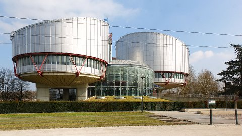 TILSVAR: Regjeringsadvokaten har gitt sitt tilsvar til Den europeiske menneskerettsdomstolen i Strasbourg. Nå arbeider Yasmin Kristensens advokater med sitt svar på dette.