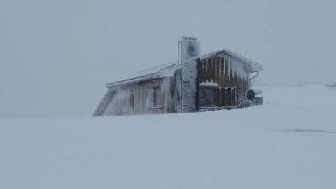 VÆR: På hytta på Stakkhomfjellet merker man været.